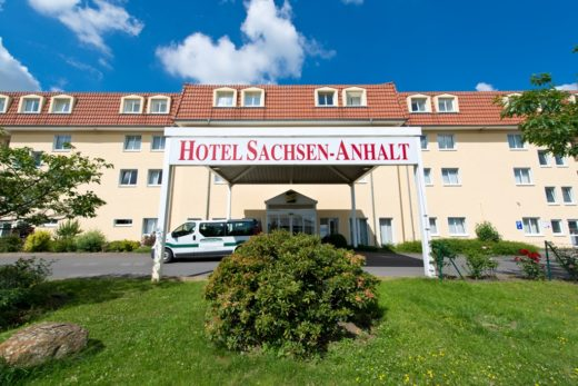 aussenansicht-hoteleingang-1